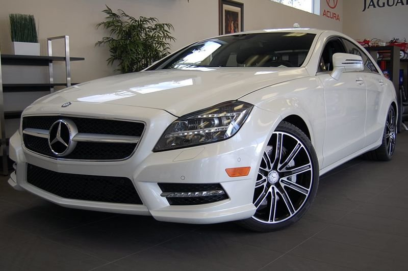 2014 MERCEDES CLS550 4dr Sedan 7 Speed Auto White Black This is a beautiful CLS that still has t