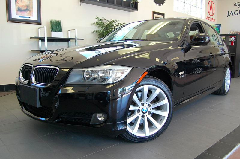 2011 BMW 3 Series 328i xDrive AWD  4dr Sedan SULEV Automatic Black Brown This is a beautiful car