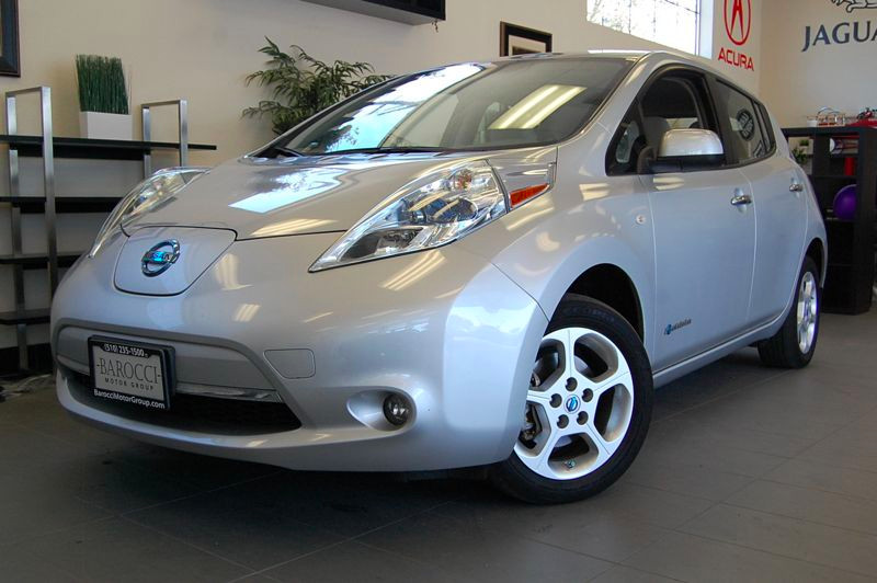 2011 Nissan LEAF SL 4dr Hatchback Automatic Silver Tan This is a fantastic leaf with Navigation