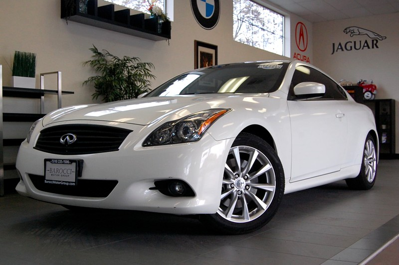 2011 Infiniti G37 Base 2dr Coupe 7 Speed Auto White Black This G37 Coupe is in wonderful shape a
