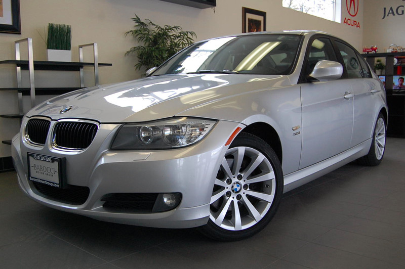 2011 BMW 3 Series 328i xDrive AWD  4dr Sedan SULEV Automatic Silver Gray BMW continues to domin