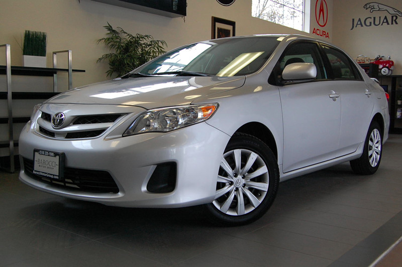 2012 Toyota Corolla LE 4dr Sedan 5 Speed Man Silver Gray Fantastic Corolla LE that gets an esti