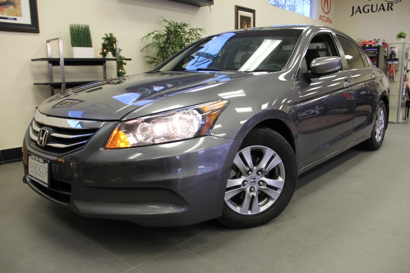 2011 Honda Accord LX-P 4dr Sedan Automatic Gray Gray This is a beautiful vehicle in great condit