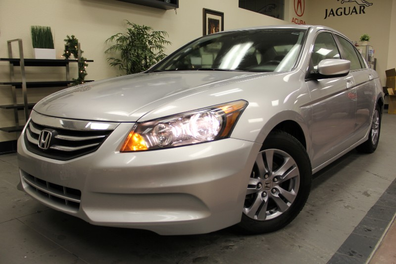 2012 Honda Accord SE 4dr Sedan Automatic Silver Black This Accord is really a solid and Decent c