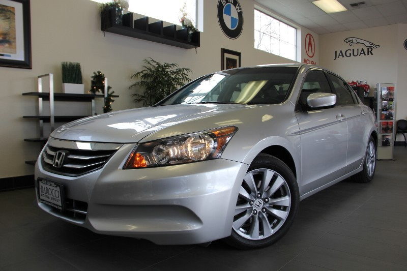 2011 Honda Accord EX Sedan Sunroof Runs Smooth Automatic Silver Black This is a beautiful vehi