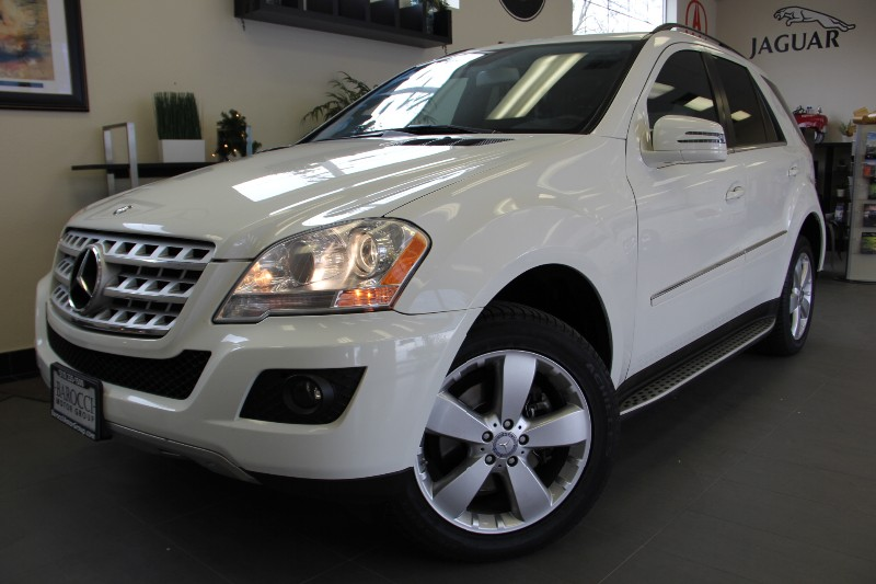2011 MERCEDES M-Class ML350 SUV Navi Camera Automatic White Black This is a beautiful SUV for
