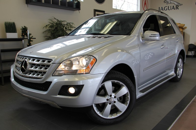 2011 MERCEDES M-Class ML350 4MATIC AWDNAVIGATION Automatic Silver Black This is a fantastic SU
