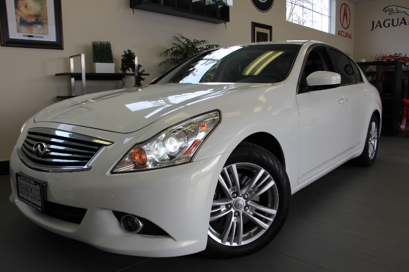 2013 Infiniti G37 Sedan Journey 4dr Sedan Navi-Camera Automatic White Black This is a beautifu