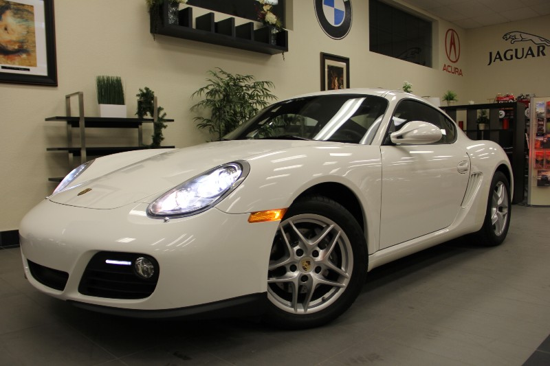 2012 Porsche Cayman Cayman Coupe Well maintained Automatic White Black This is a beautiful vehi