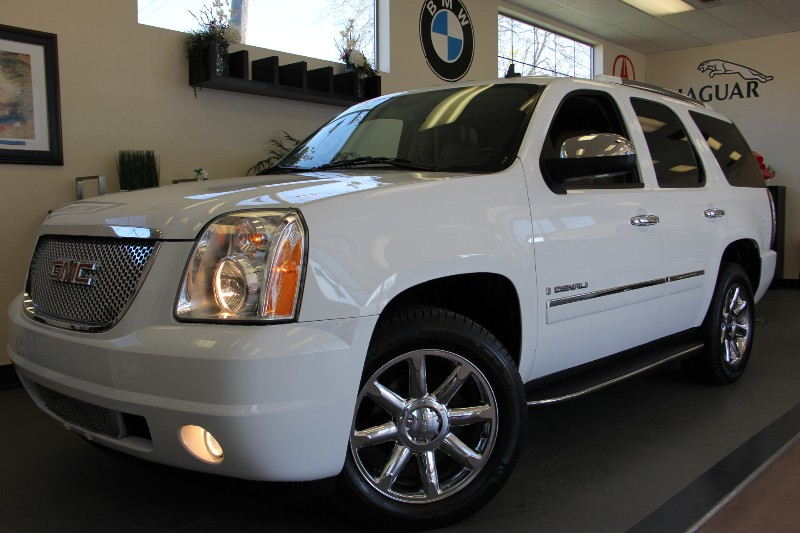 2009 GMC Yukon Denali SUV 4dr AWD Automatic White Tan This Denali With the White on Tan Color Co