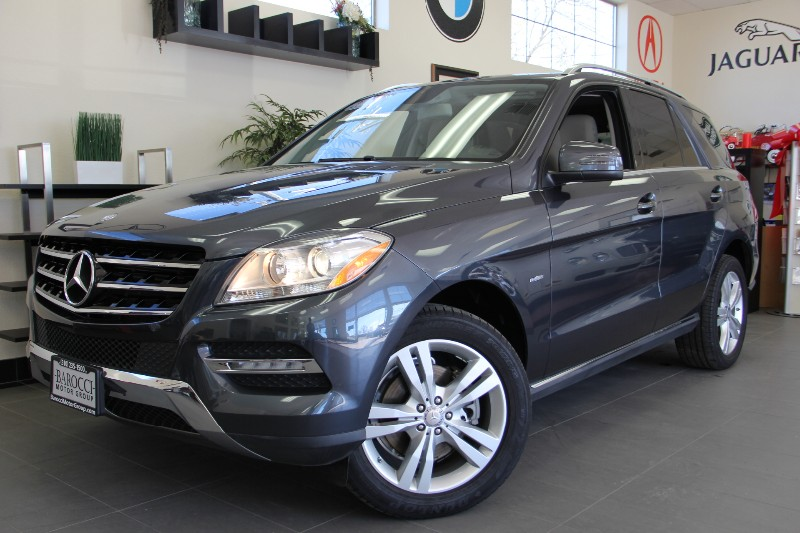 2012 MERCEDES M-Class ML350 4MATIC Blue Efficiency Automatic Gray Tan This Beautiful ML350 with