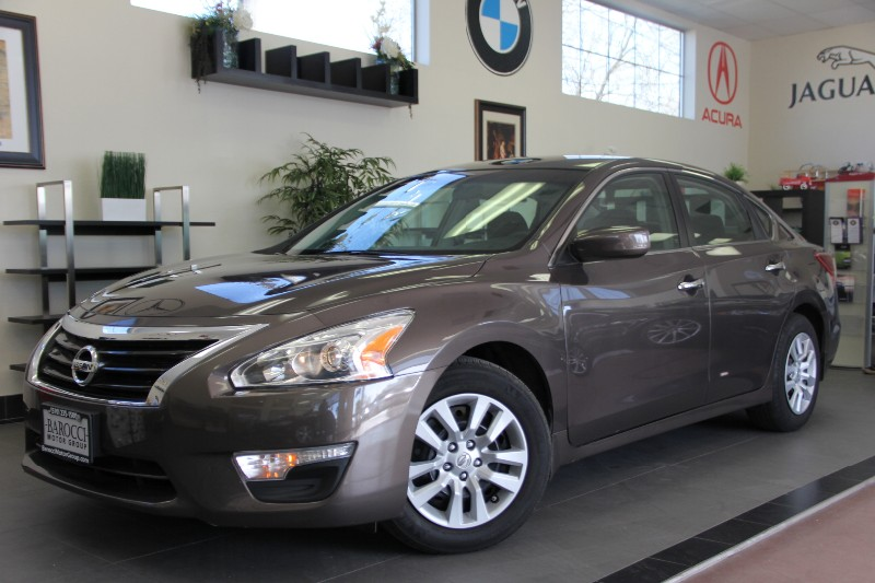 2013 Nissan Altima 25 4dr Sedan Automatic Dk Brown Black This is a beautiful vehicle in great
