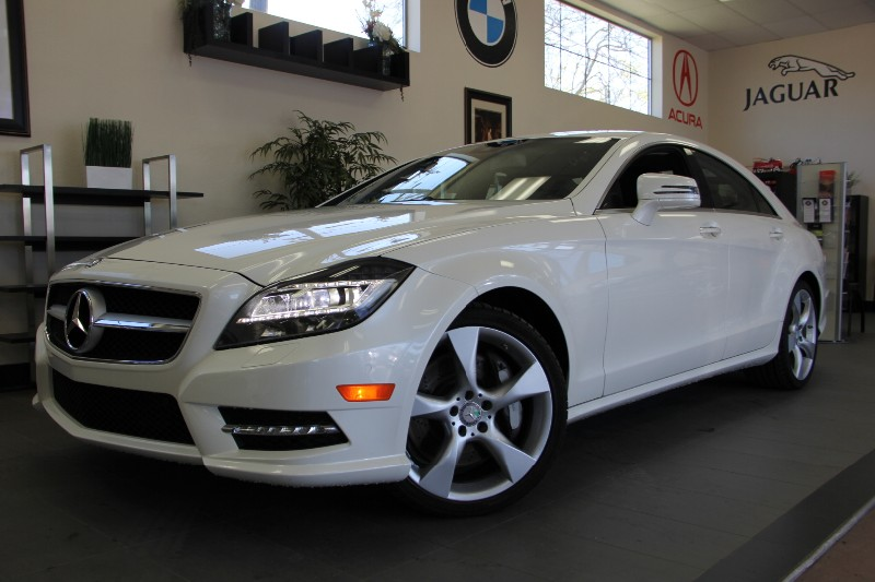 2013 MERCEDES CLS-Class CLS550 4dr Sedan Sport Pkg Automatic White Black This is a beautiful C
