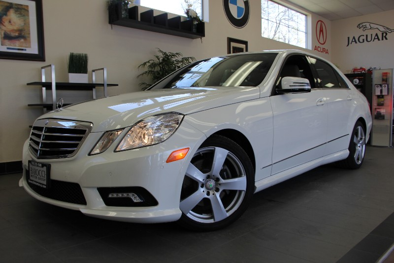 2011 MERCEDES E-Class E350 Luxury 4dr Sedan Automatic White Tan This is really a gem Comes wit
