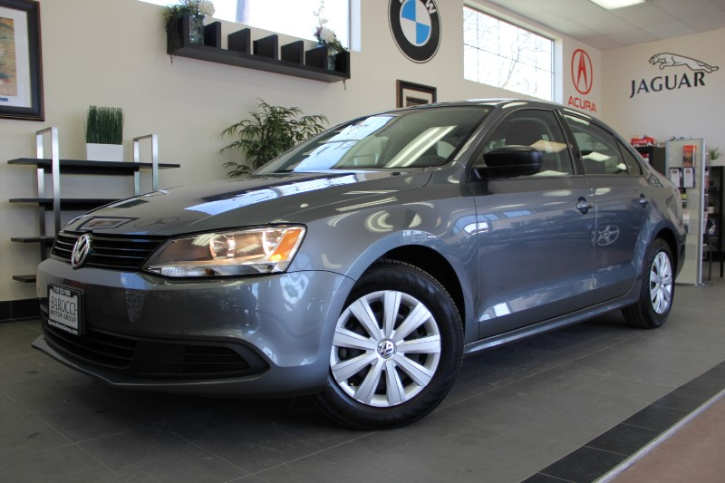 2014 Volkswagen Jetta S 4dr Sedan 6A Automatic Gray Gray This is a beautiful vehicle in great co