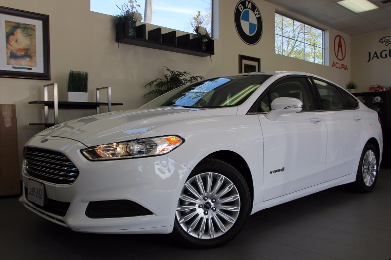 2013 Ford Fusion Hybrid SE 4dr Sedan Automatic White Tan Beautiful Hybrid Fusion with the stunn