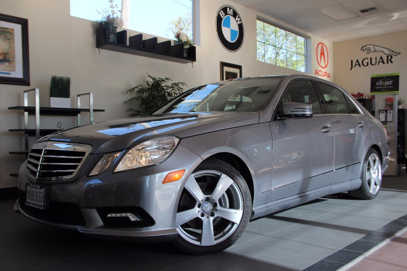 2011 MERCEDES E-Class E350 Luxury 4dr Sedan Automatic Silver Black This is really a gem Comes