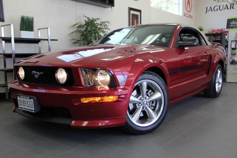 2007 Ford Mustang GT Deluxe 2dr Convertible 5 Speed Manual Red Tan This is a beautiful vehicle