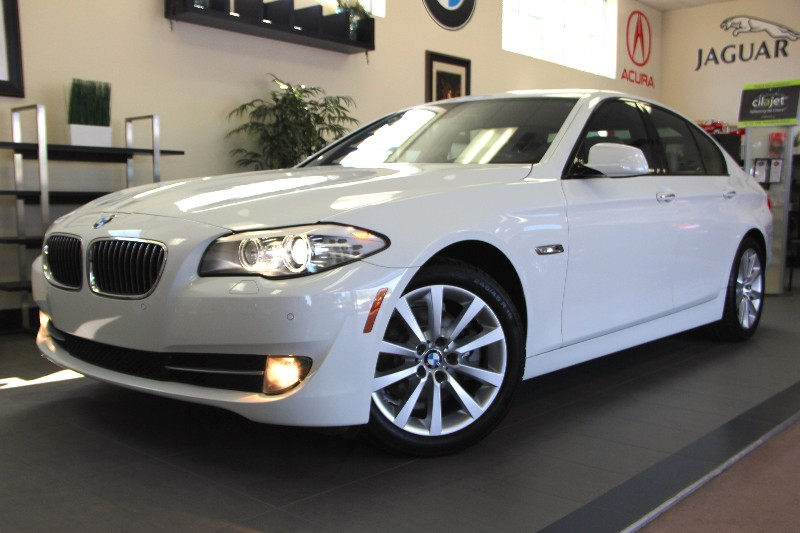 2012 BMW 5 Series 528i 4dr Sedan Automatic White Tan This is a beautiful vehicle in great condi