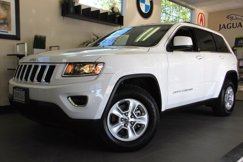 2014 Jeep Grand Cherokee Laredo 4x4  4dr SUV 8 Speed Auto White Tan This is a beautiful vehicle