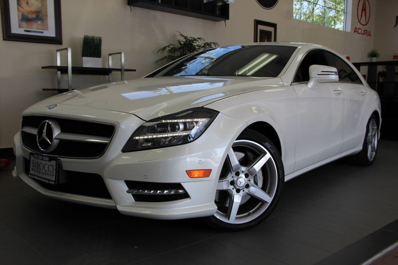 2013 MERCEDES CLS-Class CLS550 4dr Sedan 7 Speed Auto White Black This is a beautiful CLS that