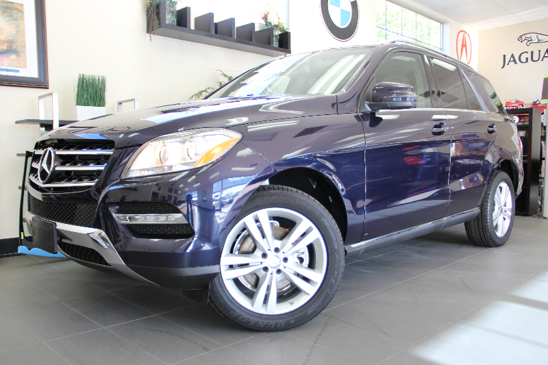 2013 MERCEDES M-Class ML350 4dr SUV Automatic Blue Tan This is a Beautiful and Immaculate ML wi