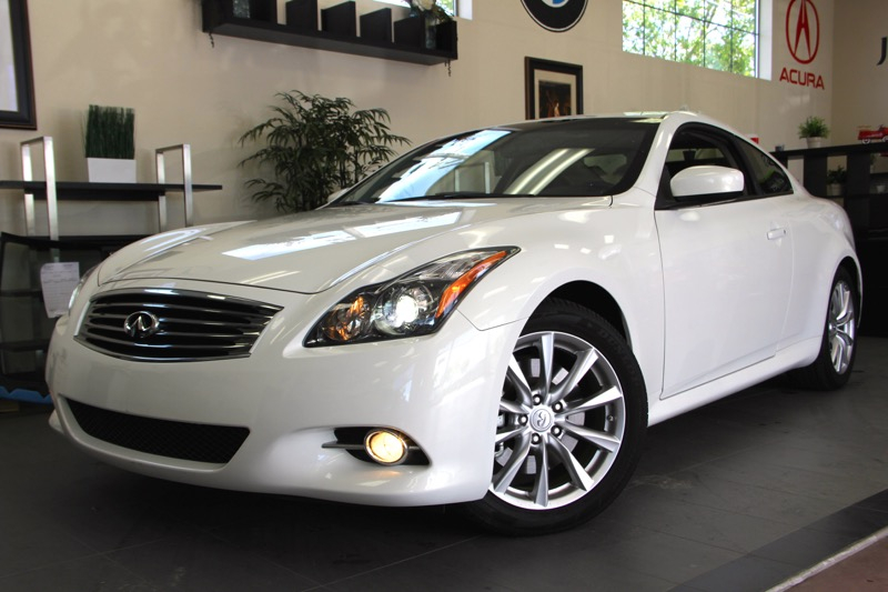 2013 Infiniti G37 Coupe Journey 2dr Coupe 7 Speed Auto White Black Beautiful coupe with a ton o