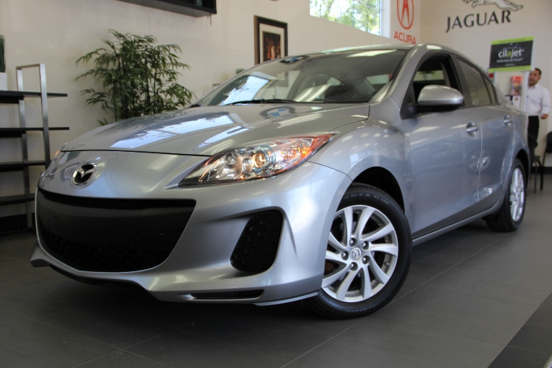 2012 Mazda MAZDA3 i Touring 4dr Sedan 6M Automatic Gray Charcoal This is a beautiful vehicle in