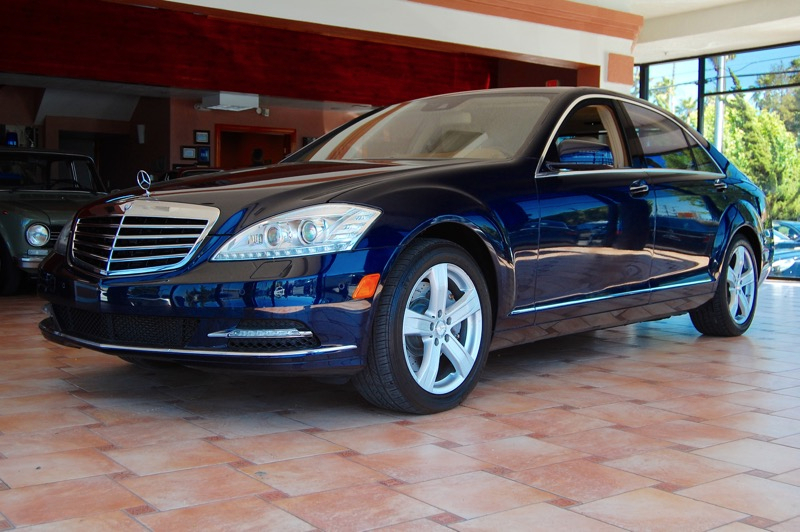 2013 MERCEDES S Class S550 4 Door Sedan Automatic Blue Tan Right car Right price Why pay more