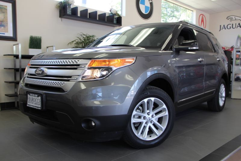 2013 Ford Explorer XLT 4x4  4dr SUV 6 Speed Auto Gray Gray This is a Beautiful Explorer that in