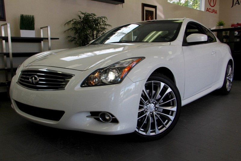 2013 Infiniti G37 Coupe Journey 7 Speed Auto White Black Beautiful coupe with a ton of features
