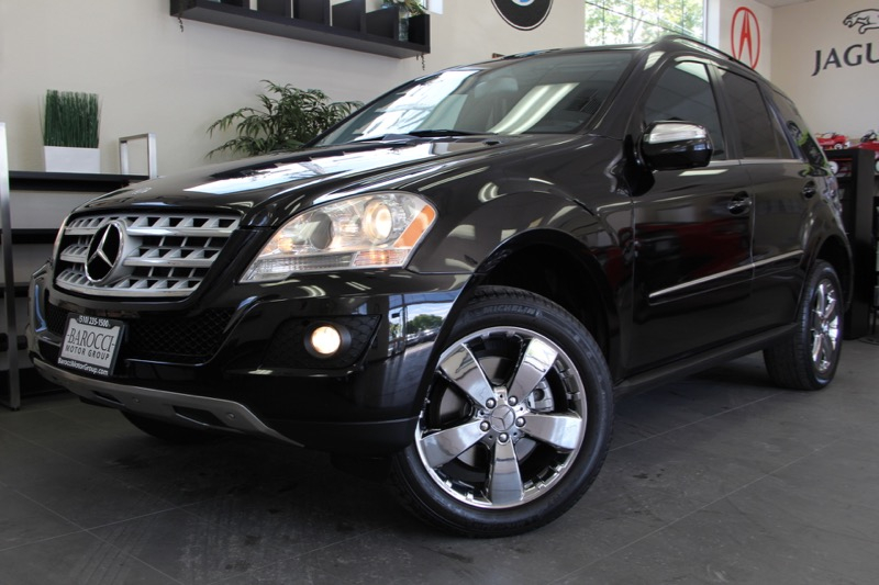 2010 MERCEDES M-Class ML350 4dr SUV 7 Speed Auto Black Black This is a beautiful SUV for the fa