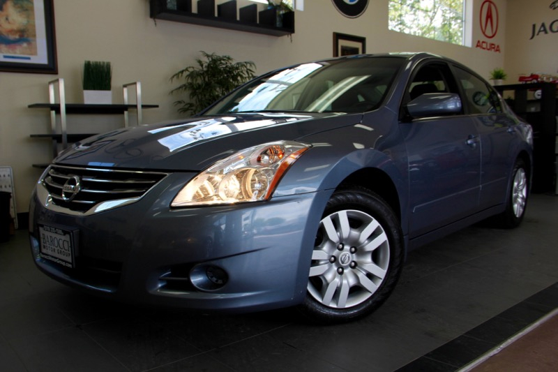 2012 Nissan Altima 25 S 4dr Sedan Automatic CVT Blue Charcoal This is a fantastic Altima 25S