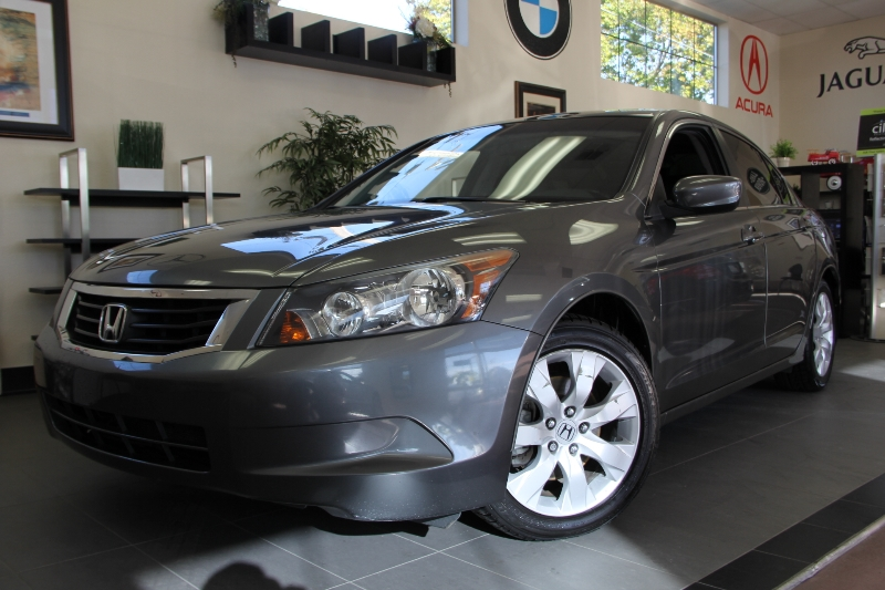 2009 Honda Accord EX-L Sedan 4dr FWD 5 Speed Auto Gray Black This is a beautiful vehicle in gre