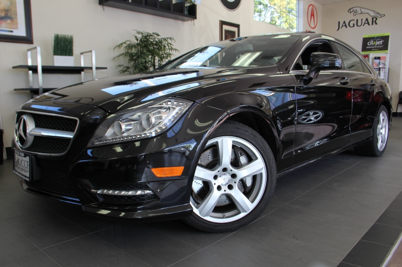 2013 MERCEDES CLS-Class CLS550 4dr Sedan 7 Speed Auto Black Black This is a beautiful CLS that