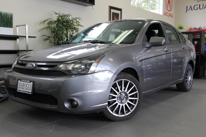 2010 Ford Focus SES 4dr Sedan Automatic Gray This is a beautiful vehicle in great condition insi