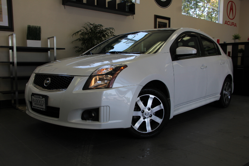 2012 Nissan Sentra SR Sedan Automatic White Charcoal This is a great vehicle complete with the