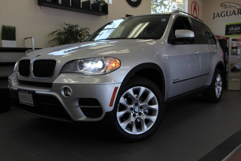 2012 BMW X5 xDrive35i AWD  4dr SUV 8 Speed Auto Silver Black This SUV comes with a clean Carfax