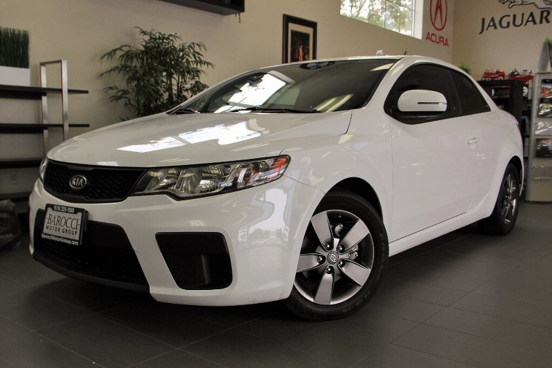 2012 Kia Forte Koup EX 2dr Coupe 6M 6 Speed Man White Black This is a beautiful vehicle in gre