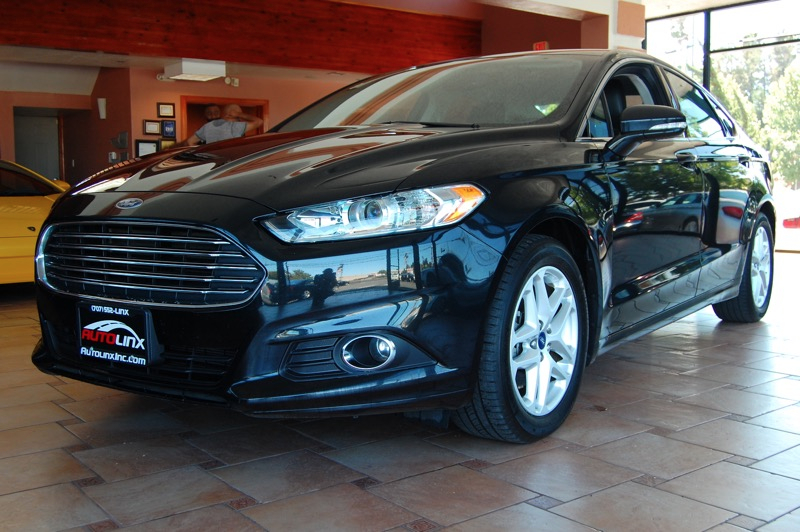 2014 Ford Fusion SE 5-Speed Automatic  Black Gray 6-Speed Automatic Hurry and take advantage n