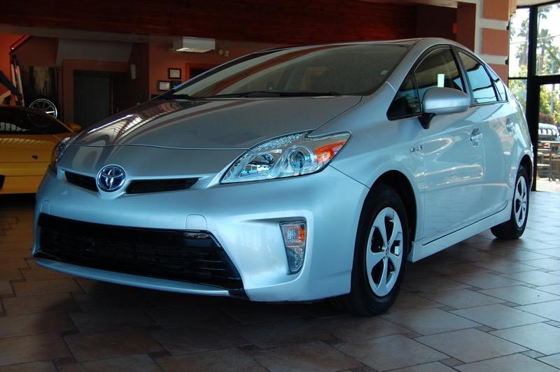 2014 Toyota Prius 4D Hatchback Automatic Silver Gray 18L 4-Cylinder DOHC 16V VVT-i 6J x 15 5-S