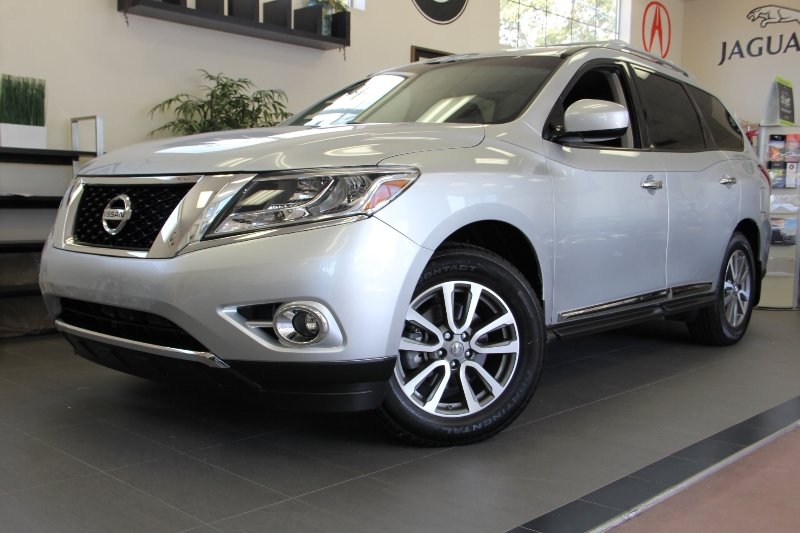 2014 Nissan Pathfinder SL 4WDLeather Automatic Silver Black This is a fantastic SUV that gets