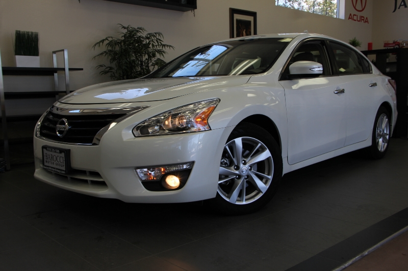 2013 Nissan Altima SL SL4dr Sedan Continuously Variable Transmission  White Tan This is a beau