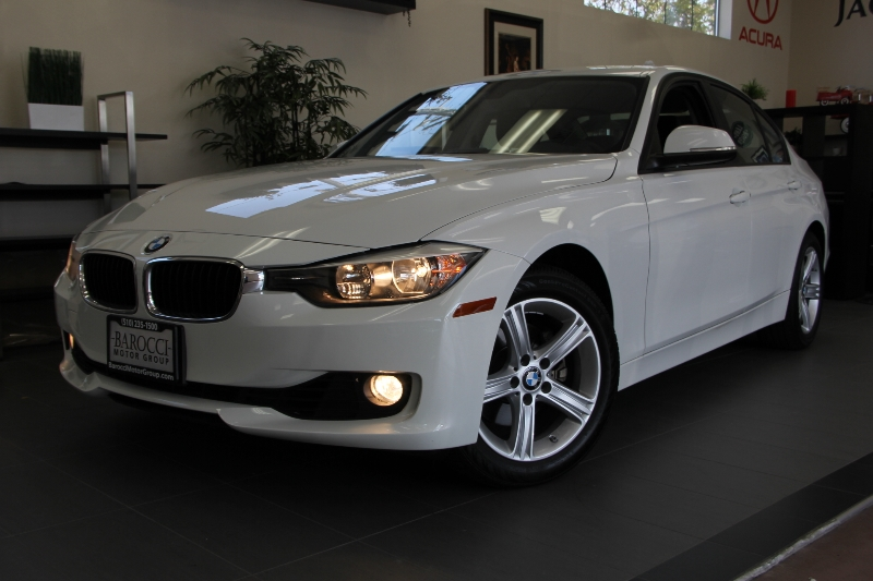 2012 BMW 3 Series 328i 4dr Sedan SULEV Automatic White Black This car is in like new condition