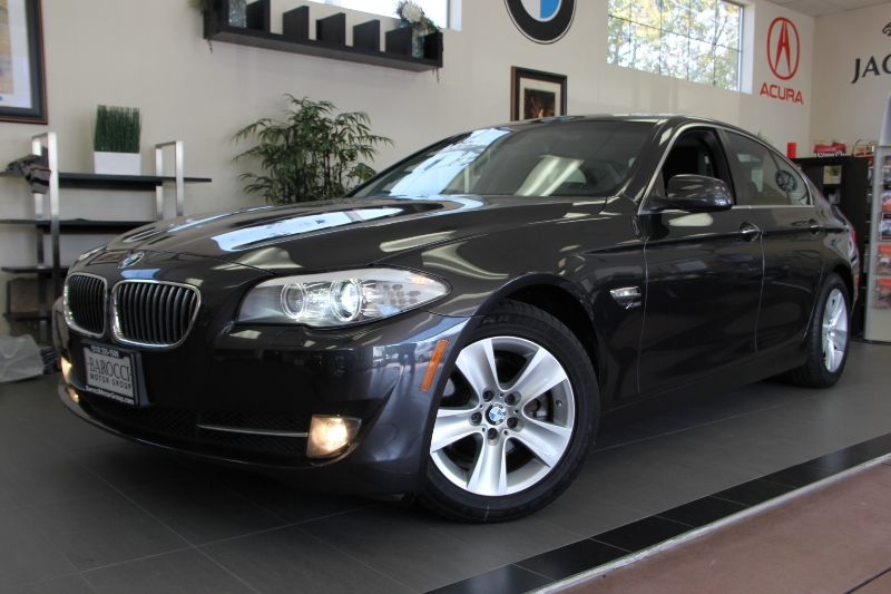 2012 BMW 5 Series 528i xDrive AWD  4dr Sedan Automatic Gray Black A very nice Sedan with Naviga