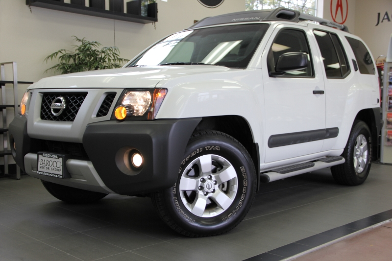 2013 Nissan Xterra X 4x4  4dr SUV 5 Speed Auto White Charcoal Comes with a clean Carfax report