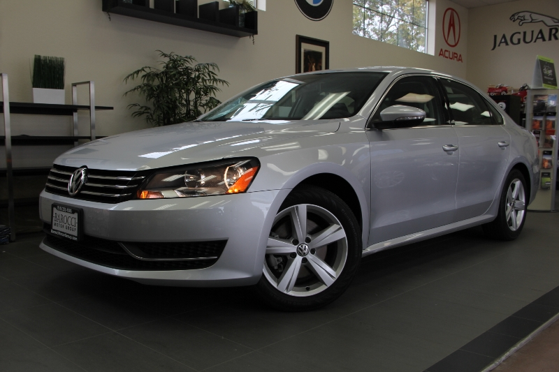 2012 Volkswagen Passat SE PZEV 4dr Sedan 5M Automatic Silver Black This is a beautiful vehicle