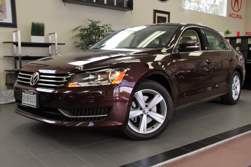 2013 Volkswagen Passat SE PZEV 4dr Sedan Automatic Maroon Tan This is a beautiful vehicle in gr