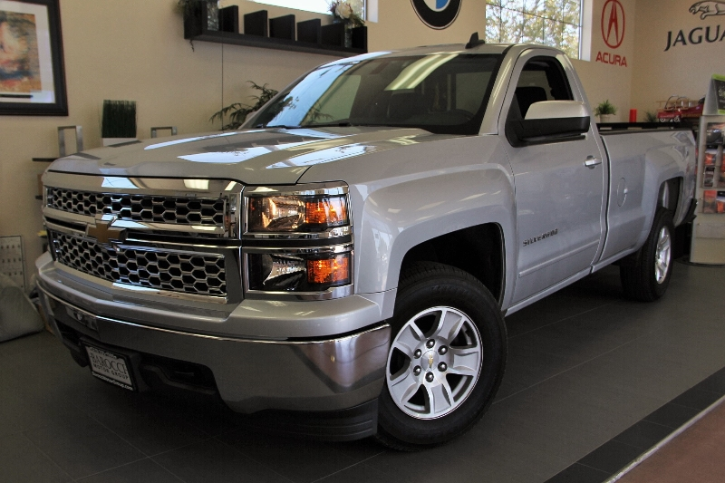 2015 Chevrolet Silverado 1500 LT 4x2  2dr Regular Cab 65 6 Speed Auto Silver Charcoal You are