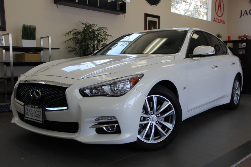 2014 Infiniti Q50 4dr Sedan 7 Speed Auto White Black This is a beautiful vehicle in great condi